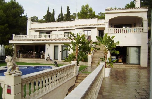 Villa completely refurbished in quiet area